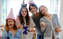 "(L to R) Charlotte (IRIS APATOW), Sadie (MAUDE APATOW), Pete (PAUL RUDD) and Debbie (LESLIE MANN) in ""This Is 40""."