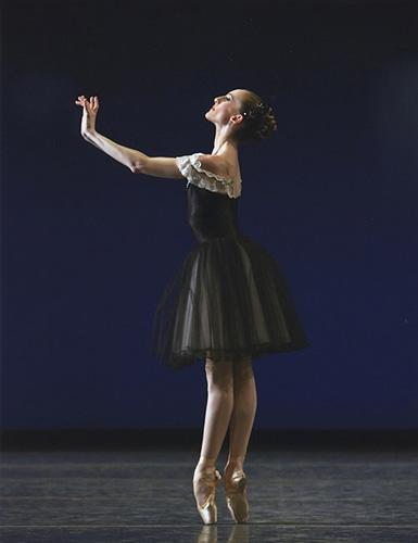 Wendy Whelan in Balanchine's Mozartiana.