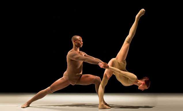 Cayetano Soto's powerful duet Zero In On creates a fresh take on the traditional pas de deux form. Photo Credit: Benjamin Von Wong.