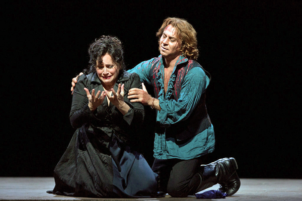 "Patricia Racette as the title character and Roberto Alagna as Cavaradossi in a scene from Act III of Puccini's ""Tosca.""  Photo: Marty Sohl/Metropolitan Opera"