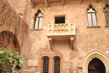 What is claimed to be the actual balcony that inspired the late night visit of Romeo in Verona.
