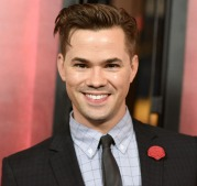 Andrew Rannells does the red carpet.